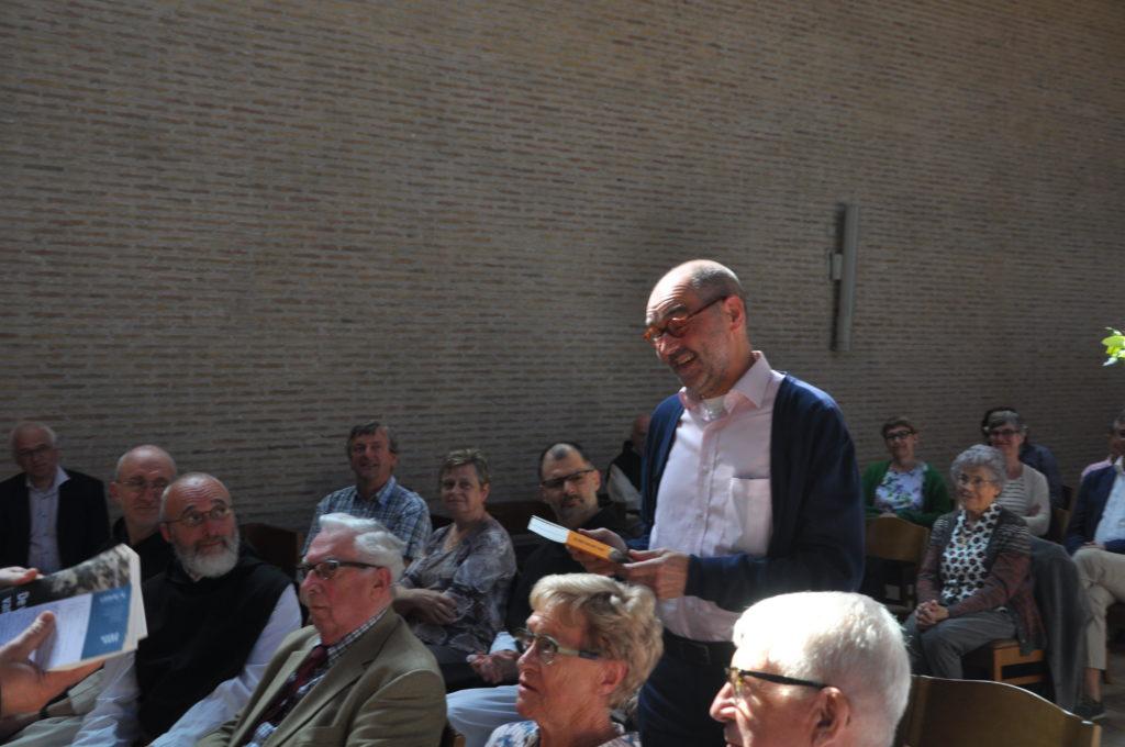 En ook vertaler Lieven Vanderbrugghen mocht een exemplaar in ontvangst nemen.