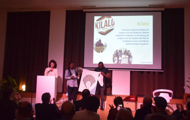 Ook jongerenvereniging Kilalo neemt een prijs in ontvangst